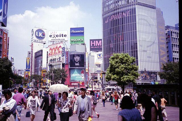 picking up girls in shibuya street